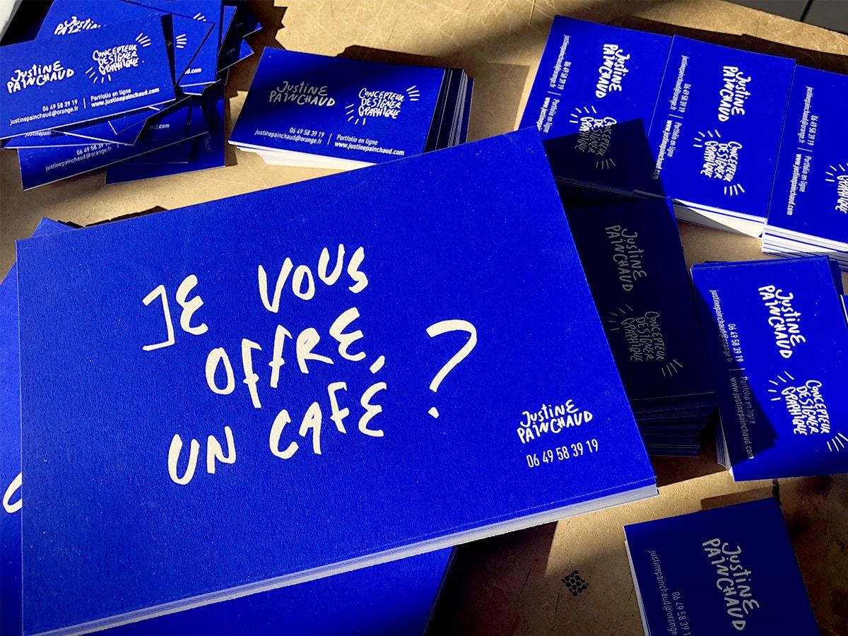 Justine-painchaud-cartes-visite-graphiste-serigraphie-communication-bleu-electrique